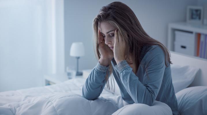 depressed-woman-awake-in-the-night-picture-id910925040