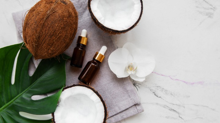 fresh-coconut-oil-picture-id1131957960