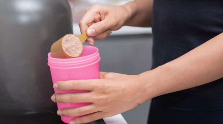 healthy-women-preparing-a-whey-protein-after-doing-weight-training-in-picture-id999688606