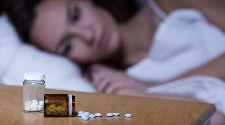 sleeping-pills-picture-id526506647