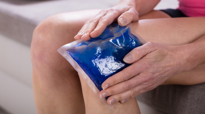 woman-applying-ice-bag-on-her-knee-picture-id958336122